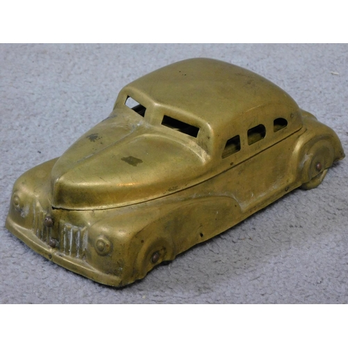49 - A vintage brass Betel Motor Car artist's box. Has hinged lid and removable palettes. One of the bras...