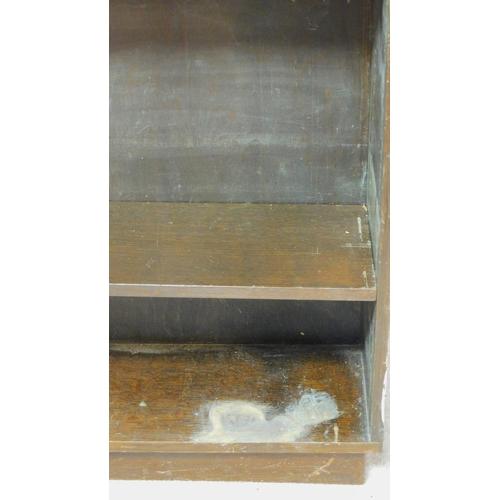 216 - A vintage oak open dwarf bookcase. H.120 W.80 D.24cm...