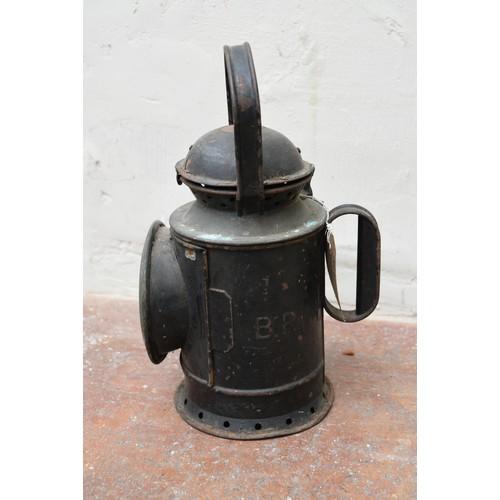 78 - A vintage railwayman's metal cased signal lantern. H.32cm