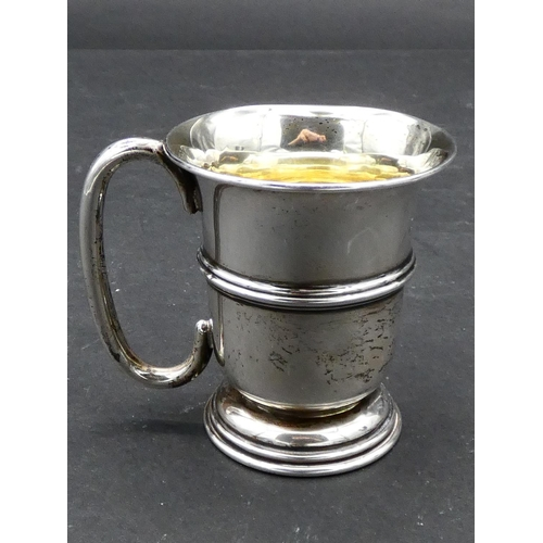 420 - An antique silver Jewish Kiddush cup with gilded interior. Hallmarked J.Z. for Joseph Zweig, London,...