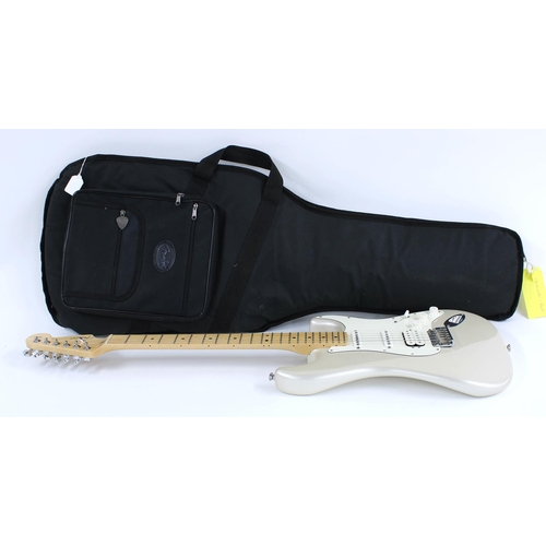 22 - 2009 Fender American Standard HSS Stratocaster electric guitar, made in USA, ser. no. Z9xxxxx5; Fini...