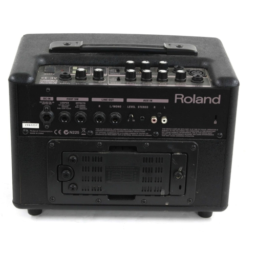 635 - Roland AC-33 acoustic chorus guitar amplifier, made in China, ser. no. Z9B2257