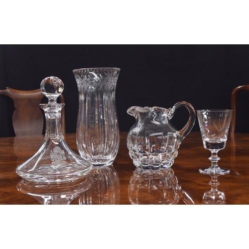 1027 - Impressive cut glass pedestal vase, 12