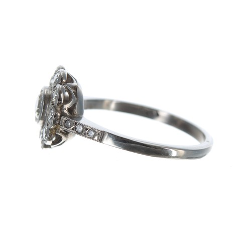 30 - Attractive platinumdiamond set floral cluster ring,0.70ct approx, clarity SI, colour I/J, 4.7gm, 1...