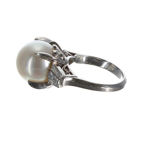 60 - Impressive retro style platinum ring, set with a large light grey South Sea pearl and baguette cut d...