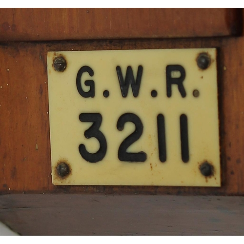 1014 - Great Western Railway (G.W.R) walnut single fusee 8
