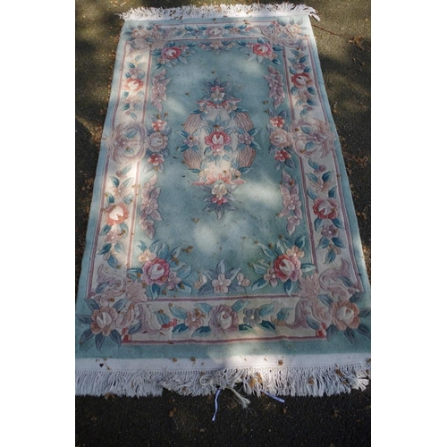 1196 - <strong>A floral Chinese rug,</strong> 160 x 90cm....