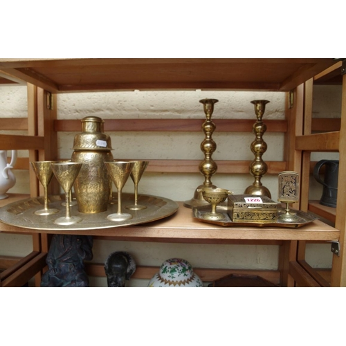 1226 - <strong>A small quantity of brassware.</strong>...
