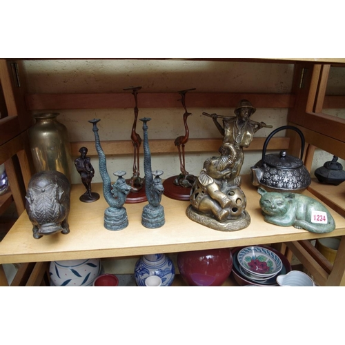 1234 - <strong>A small quantity of Oriental and other metalware.</strong>...