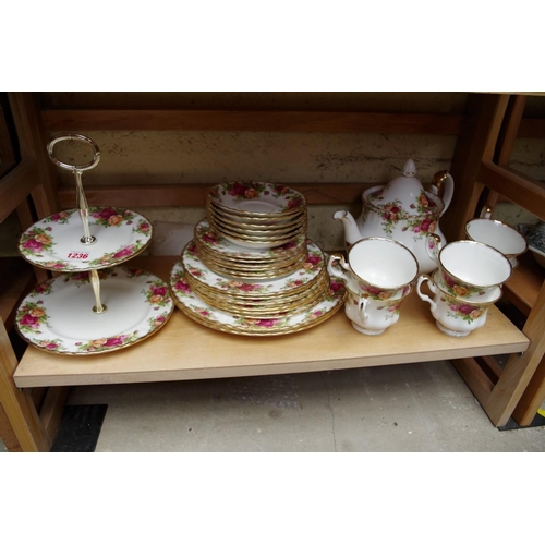 1236 - <strong>A Royal Albert 'Old Country Roses' pattern part tea set.</strong>...