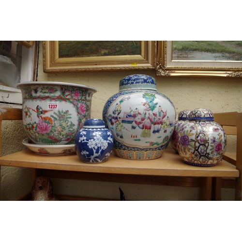 1237 - <strong>A collection of Chinese porcelain,&nbsp;</strong>to include a ginger jar and cover, 26cm hig...