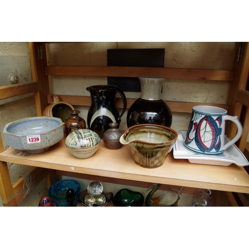 1239 - <strong>Studio pottery: </strong>a collection often items, to include examples by Jeremy Leach, Ala...