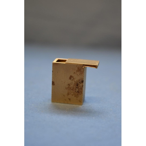 115 - <strong>A 9ct gold engine turned pill box</strong>, 2.5cm x 2cm, 13.9g....