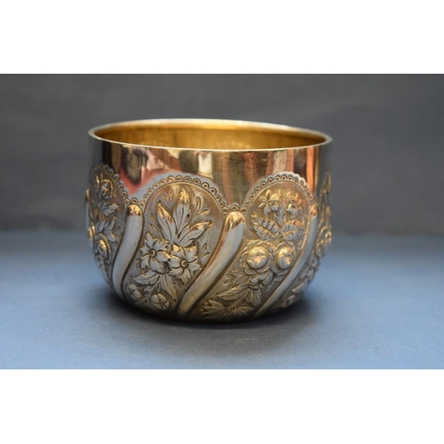 12 - <strong>A Victorian silver sugar bowl,</strong>&nbsp;<em>by William Evans,&nbsp;</em>London 1890, 7c...