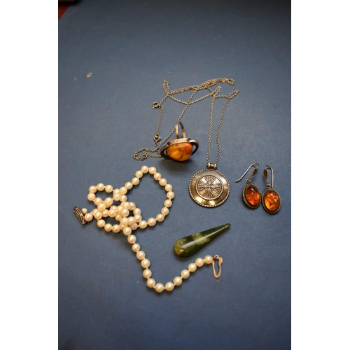 120 - <strong>A small collection of jewellery</strong>, to include a pearl necklace and an amber and silve...