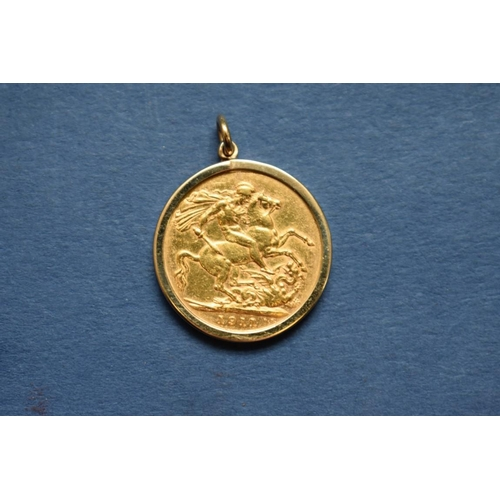 81 - <strong>A George V 1911 gold sovereign</strong>, in a 9ct gold pendant mount, 9.3g....