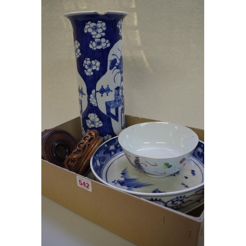 542 - <strong>A Chinese blue and white cylindrical vase,</strong> <em>Kangxi four character mark, </em>36c...