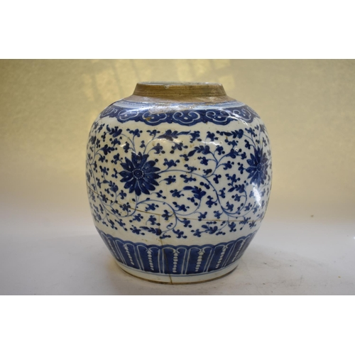 645 - <strong>A Chinese blue and white jar,</strong>&nbsp;<em>18th/19th century,&nbsp;</em>painted in the ...