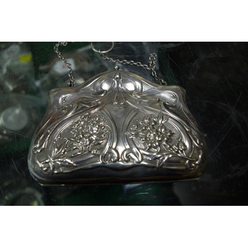 48 - <strong>An Art Nouveau silver evening purse,</strong>&nbsp;<em>by Charles Westwood &amp; Sons, </em>...