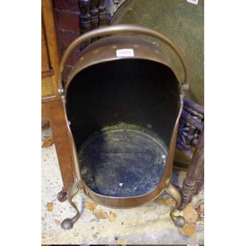 1051 - <strong>A unusual 19th century copper plate warmer,</strong> with swing handle and cabriole legs, 61...