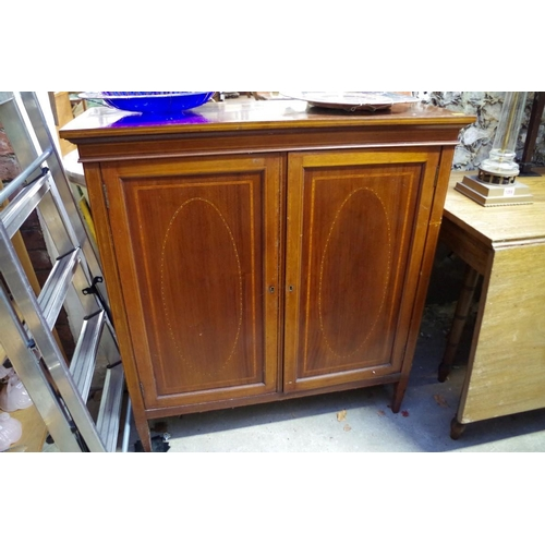 1058 - An Edwardian mahogany and inlaid side cabinet, 93cm wide.