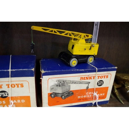 1451 - <strong>A Dinky 571 Coles Mobile Crane,</strong>boxed....