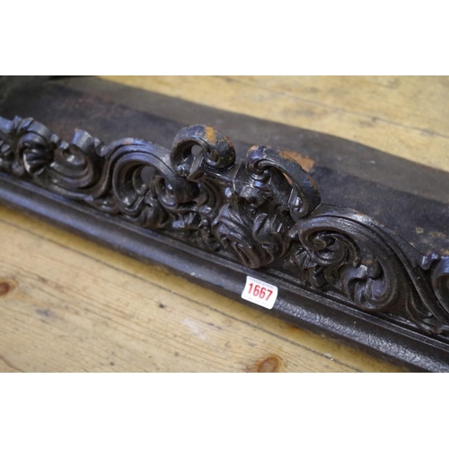 1667 - <strong>A Victorian cast iron fire fender,</strong>stamped 'Carron 20 39', 105cm wide....