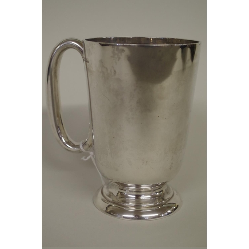 32 - <strong>A silver tankard,</strong><em>by Walker & Hall,</em>Sheffield 1917, 14cm high, 331g....