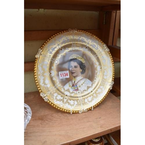 1134 - <strong>An Aynsley Queen Elizabeth II Coronation plate,</strong> 26.5cm diameter....