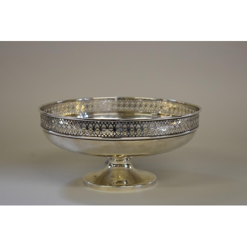 6 - <strong>A silver footed fruit bowl</strong>, <em>by&nbsp;</em><em>Walker &amp; Hall,</em> Sheffield ...