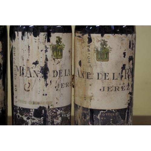 543 - <strong>Four half bottles of Tres Cortados sherry, </strong>Antonio de la Riva, 1940s bottlings. (4)...