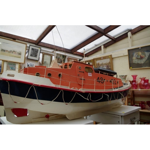 1279 - <strong>A radio control model lifeboat,</strong> 125cm long....