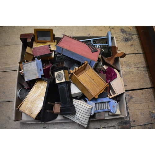 1471 - <strong>A quantity of dolls house furniture.</strong>...