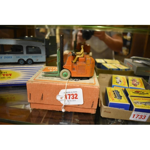 1732 - <strong>A Dinky 14c Coventry Climax Forklift truck.</strong>...
