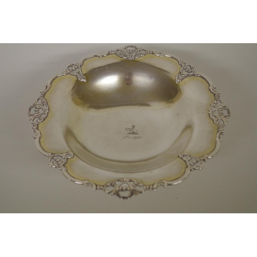 10 - <strong>A graduated pair of Edwardian silver pedestal dishes,</strong> <em>by Elkington & Co Ltd...