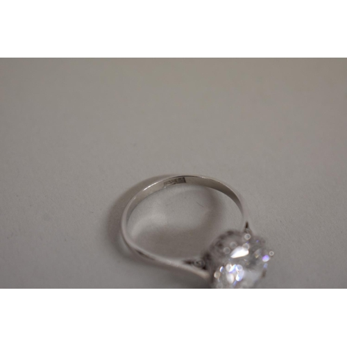 286 - <strong>A 4.2ct brilliant cut diamond and platinum ring</strong>, colour G/H, clarity VS1/VS2, with ...