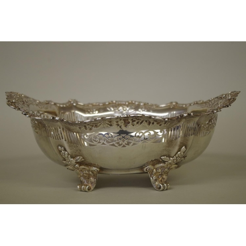 26 - <strong>An impressive sterling silver</strong><strong>oval</strong><strong>pierced fruit bowl</str...