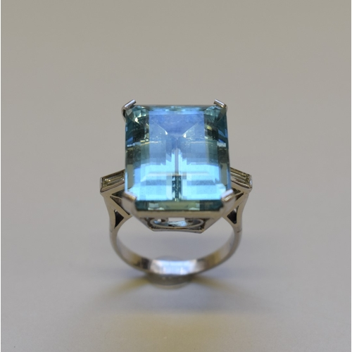 292 - <strong>A large rectangular aquamarine cocktail ring</strong>, having baguette diamond shoulders,un...