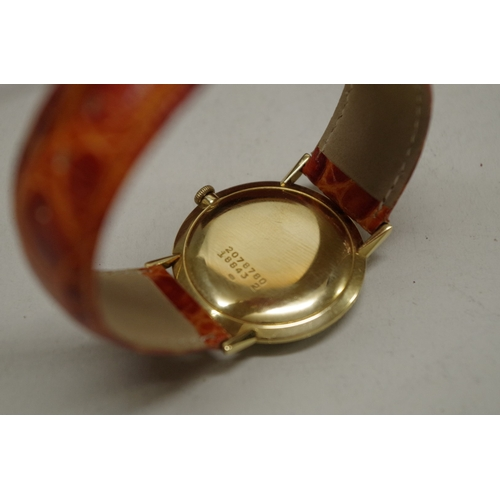 187 - <strong>A vintage Universal Geneve 18ct yellow gold manual wind wristwatch,</strong>32mm, case no: ...