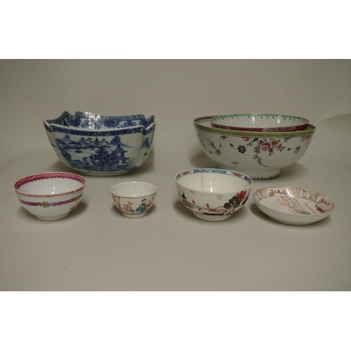 611 - <strong>A mixed group of Chinese porcelain,</strong> <em>18th and 19th century, </em>(most items s.d...
