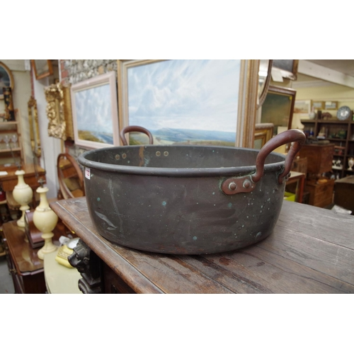 1132 - <strong>A large copper twin handled preserving pan, </strong>56.5cm wide....