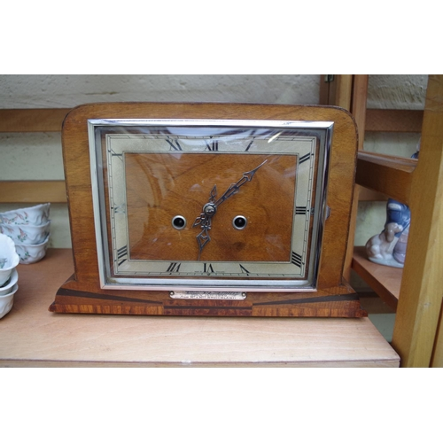 1172 - <strong>A 1930s walnut mantel clock,</strong>33cm wide, (lacking pendulum bob)....