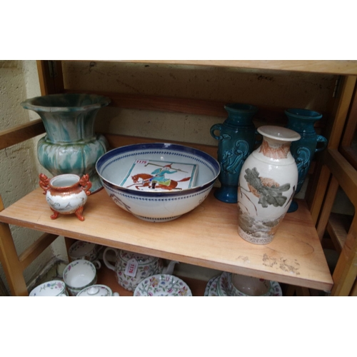 1175 - <strong>A mixed group of Chinese and Japanese pottery and porcelain.</strong>...