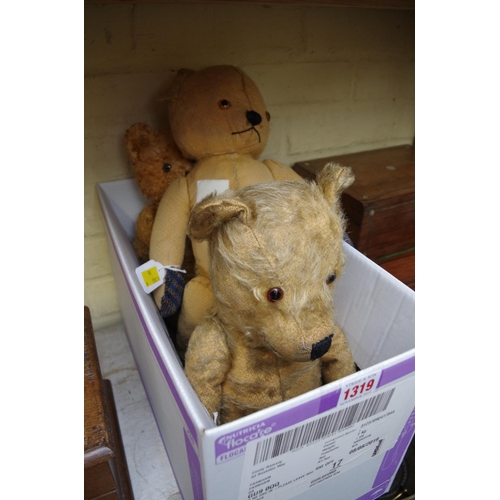 1319 - <strong>Three vintage teddy bears.</strong>...
