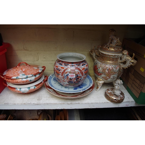 1327 - <strong>A collection of Japanese pottery and porcelain. </strong>...