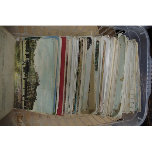1386 - <strong>A collection of postcards,</strong> to include some World War I examples....