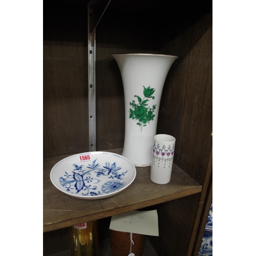 1565 - <strong>A Vienna porcelain vase,</strong> 24.5cm high; together with a Meissen onion pattern dish, 1...