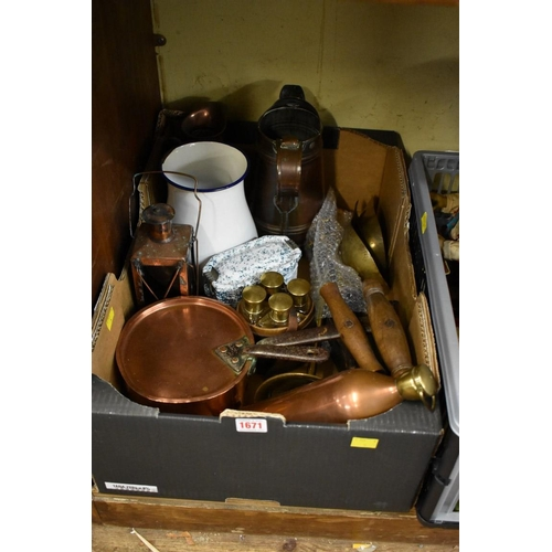 1671 - <strong>A collection of kitchenalia.</strong>...