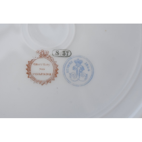 1174 - <strong>A collection of ceramics,</strong> to include a Sevres bleu celeste plate....
