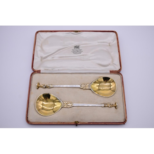 30 - <strong>A cased pair of silver gilt apostle spoons,</strong> by<em>William Hutton & Sons Ltd,<...